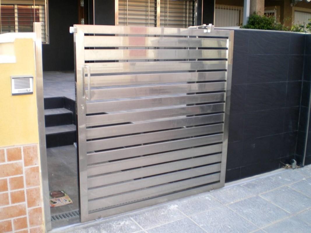 Puertas para vallas amazing rejas puerta reja puertas for Puertas chalet exterior
